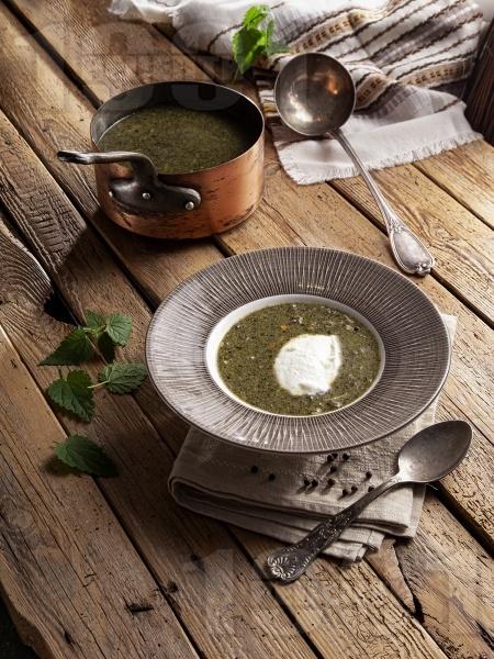 Супа от коприва с лук, моркови и фиде и застройка от кисело мляко и яйце - снимка на рецептата